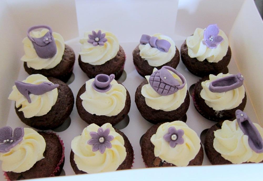 Frau paulus tortendrang motivtorten tortendekorationen for Zimmer deko cupcake
