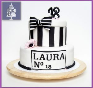 chanel torte zum 18 geburtstag rezept f r schokobisquit frau paulus tortendrang. Black Bedroom Furniture Sets. Home Design Ideas
