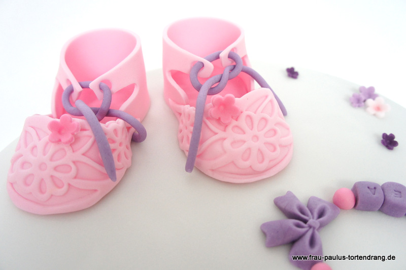 babyschuhe aus fondant tutorial babyschuhe aus zucker. Black Bedroom Furniture Sets. Home Design Ideas